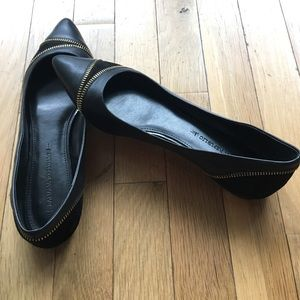 Banana Republic Shoes - Black leather & suede flats