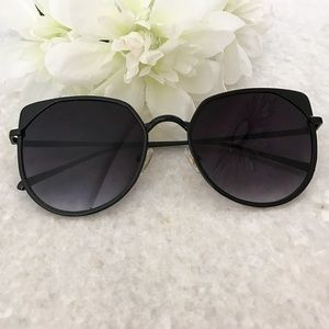 Accessories - Cat Eye Sunglasses in Black