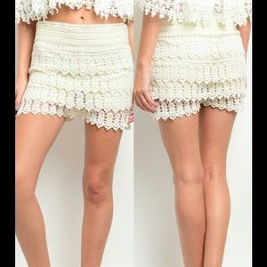 Threadzwear Pants - Tiered Crochet lace short