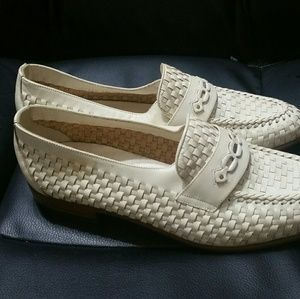 Bally Other - BALLY OF SWITZERLAND Cream Weaved Leather Loafers