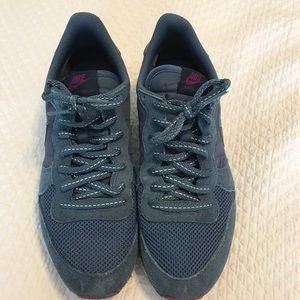 Nike Shoes - Nike old school style sneakers.