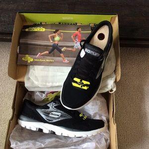 Skechers Shoes - Skechers GO RUN Sneakers NEW IN BOX - 7.5