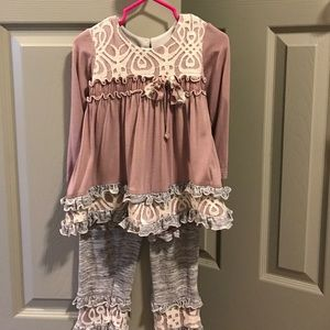 Isobella & Chloe Other - Isobella and Chloe set 2T excellent condition