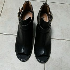 Shoes - Fioni Open-toe booties