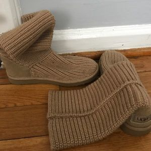 Crochet ugg boots in camel / for spring!