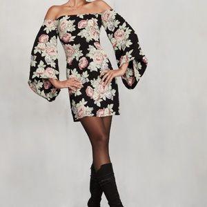 Reformation Dresses & Skirts - Reformation Casanova Bell sleeved mini dress