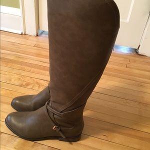 Mod cloth knee high brown boots!