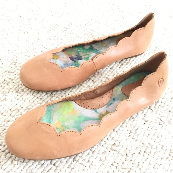 Born Allie Scalloped Leather Flat Y4KNOX