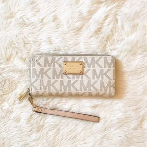 Michael Kors Handbags - Michael Kors Jet Set Continental Wristlet: Vanilla