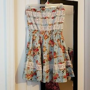 Lucca Couture Dresses & Skirts - Strapless floral skater dress with lace accents
