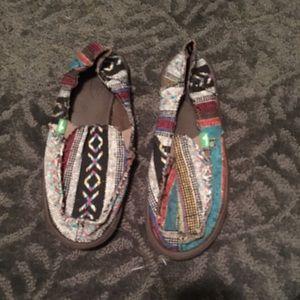 Sanuk Shoes - Sanuk slip-on shoes