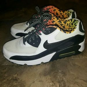 Nike Shoes - ⭐GENTLY USED⭐ NIKE AIR MAX 90s