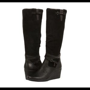 UGG leather Lesley boot!