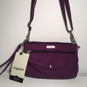 Baggallini Handbags - NWT Baggalini Plaza Mini Bag - Classic Collection