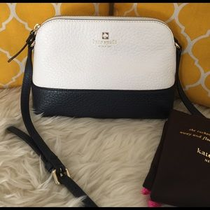 kate spade Handbags - 🌸OFFERS?🌸Kate Spade All Leather Small Crossbody
