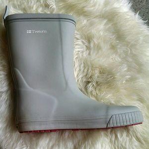 Tretorn Shoes - Tretorn Light Gray Rain Boots w/ Red Soles