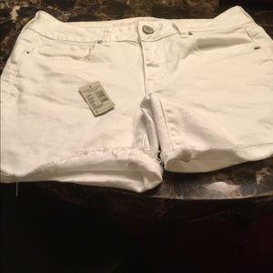 American Needle Pants - NWT American Eagle 🦅 White Shorts