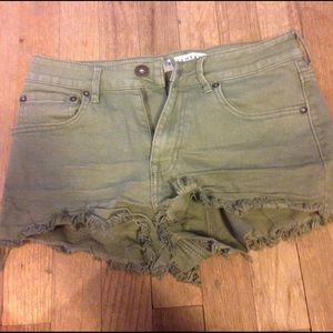 Bullhead Pants - Green high rise shorts