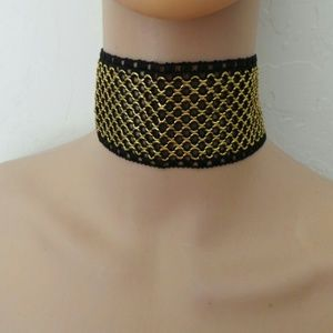Missguided Accessories - Scarlet thick Gold and black lace choker
