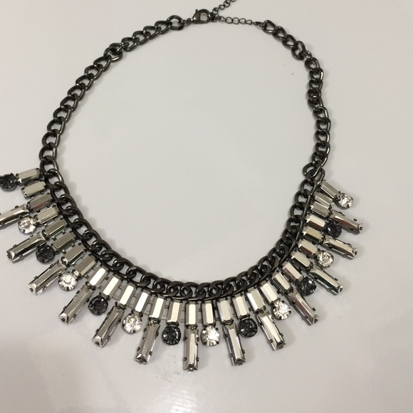 Jewelry - Silver metal necklace