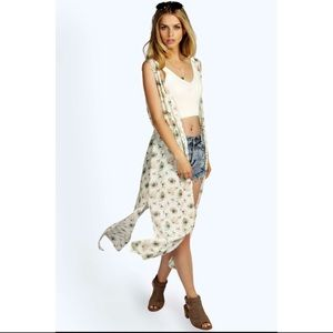 Boohoo Sweaters - White Floral Print Sleeveless Side Split Kimono