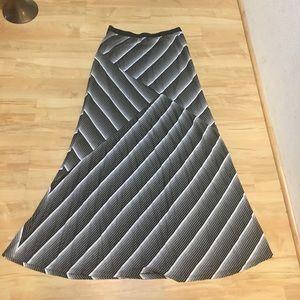 bobeau Dresses & Skirts - Bobeau black and white maxi skirt size M