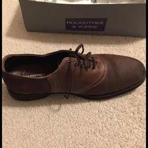 Roundtree & Yorke Other - Brown and tan lace-up shoes