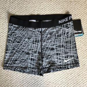 Nike Pants - Nike Women Pro Cool Tracer 3'' Comp Short