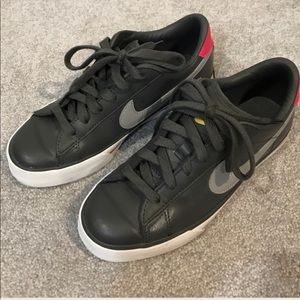 Nike Shoes - NIKE Sneakers Size 7.