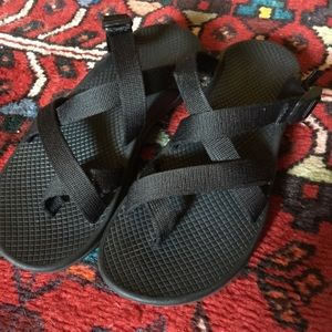 Chacos Shoes - Black Chacos slides