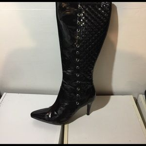 Patent leather black quilted boots