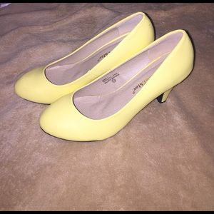 ModCloth Shoes - Adorable spring/summer yellow pumps
