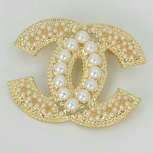Jewelry - Exquisite Brooch