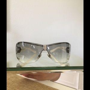 908178f4ce861 Gucci Accessories - Gucci Women s 2807 S Wrap Sunglasses