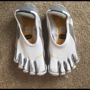 Vibram Shoes - Vibram 5 finger shoes