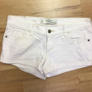 Abercrombie & Fitch Pants - Abercrombie & Fitch white Denim shorts, size 4