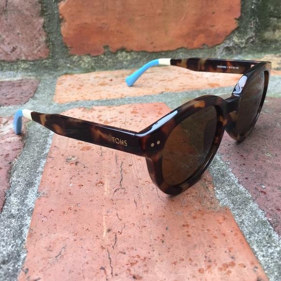 302b1acfe8b Authentic TOMS Bellevue Blonde Tortoise Sunglasses.  M 58d81d5c99086a596a0189ce