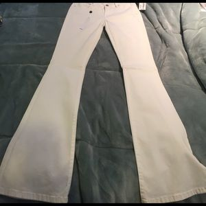 Blank NYC Denim - BRAND NEW BlankNYC cosmic flare white jeans
