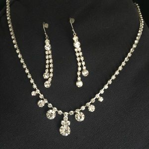 Jewelry - Crystal necklace & earring set