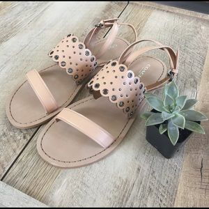 • nude sandals •