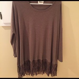 Simplicity Tops - Simplicity Fringes top