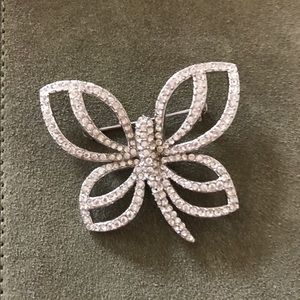 Vintage Jewelry - Vintage Butterfly 🦋 Brooch -- Stunning