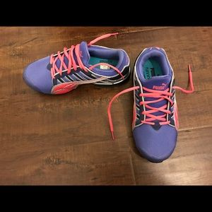 Puma Shoes - Puma tennis shoes. Worn once! Great condition
