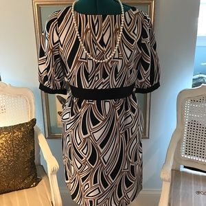 Tibi Dresses & Skirts - TIBI beautiful dress with pockets great for all💞