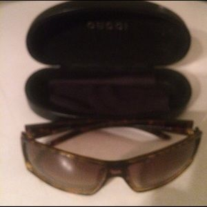 Guicci sunglasses no scratches
