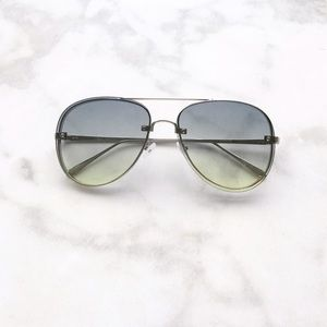 Style Link Miami Accessories - ▫️NEW▫️GREEN TWO TONED AVIATOR SUNGLASSES