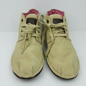 TOMS Shoes - TOMS Cream Tan Shoelaced Shoes size W 10