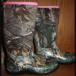 Bogs Shoes - Nwt woman's bogs boots