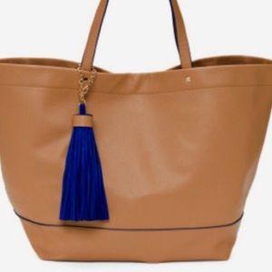 Deux Lux Handbags - Deux Lux extra large post tote ❤️