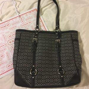 Coach Handbags - Coach signature shoulder bag 💯authentic